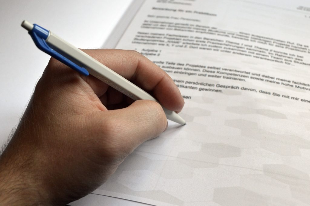 Person writing an application for an algorithm patent