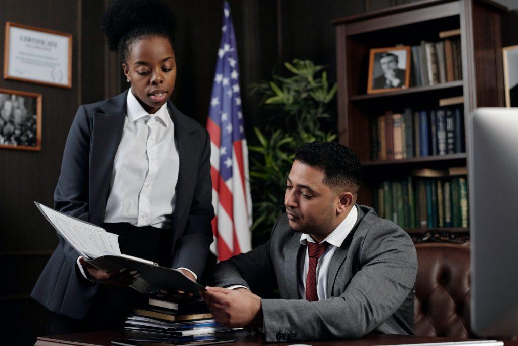 Lawyer advising a client regarding patent vs trade secret